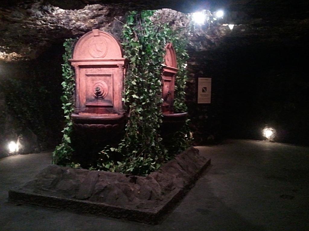Las grutas del laberinto del Castillo de Buda en Budapest