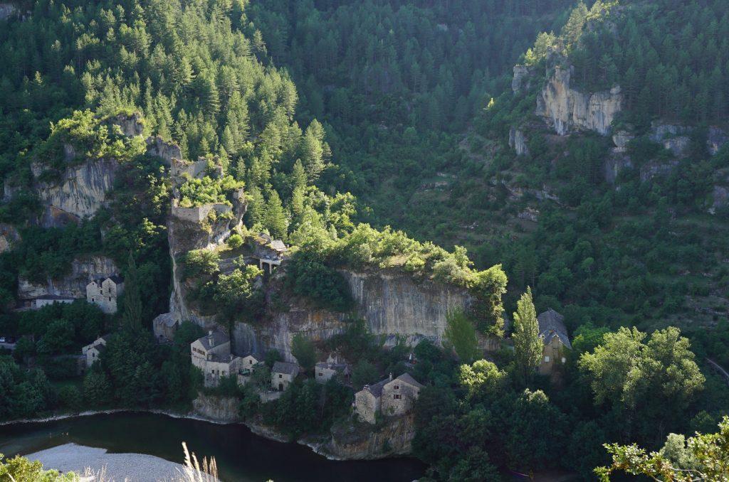 Château de Castelbouc y poblado troglodita