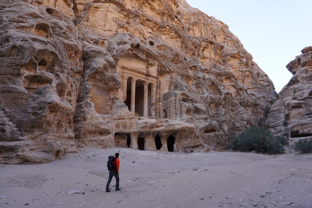 Comenzamos el trekking explorando La Pequeña Petra