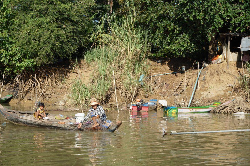 Pescadores en el Tonle Sap, Camboya
