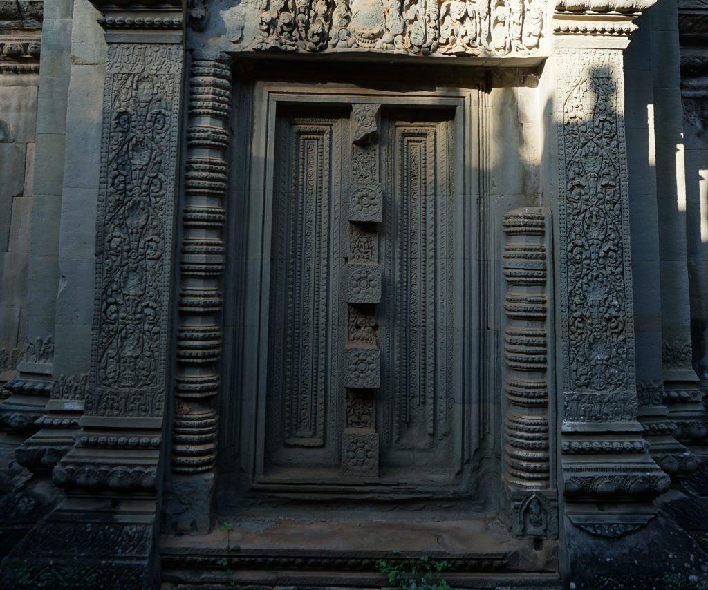 Puerta de la biblioteca de Banteay Samré
