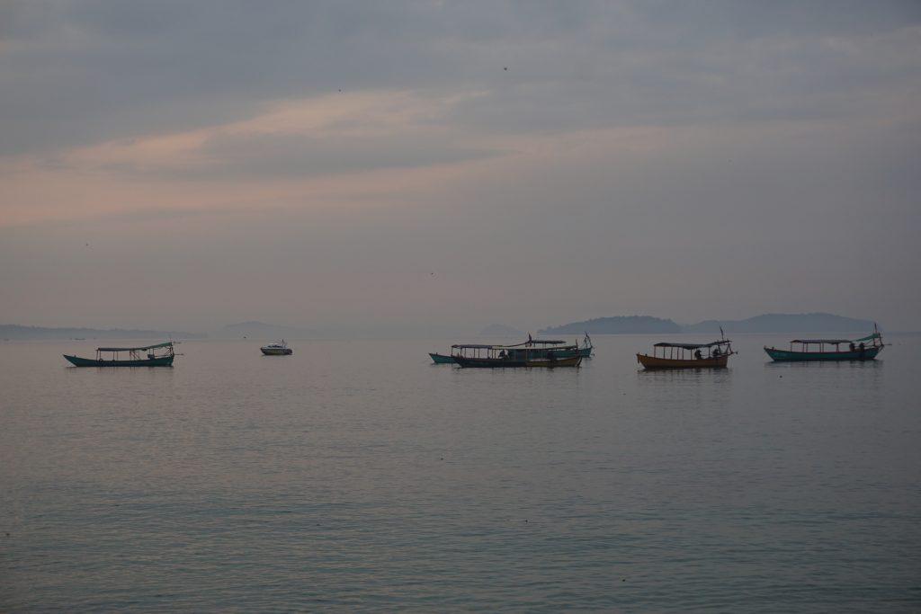 Amanecer en el puerto de Sihanoukville