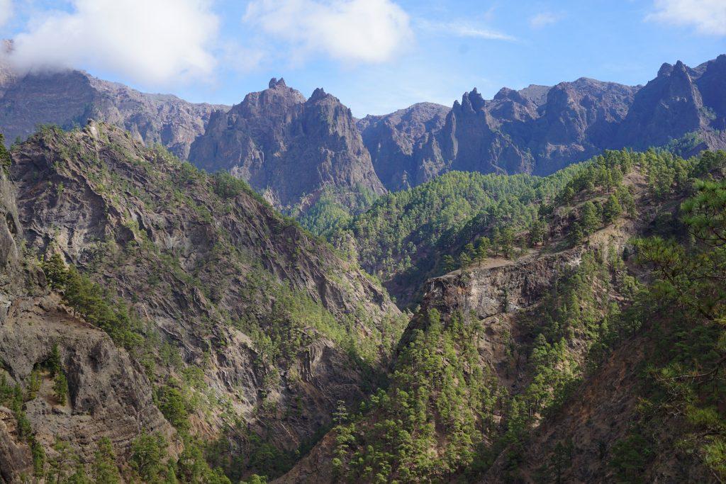 Circo de picos de roca volcánica de la Caldera de Taburiente, Isla de La Palma