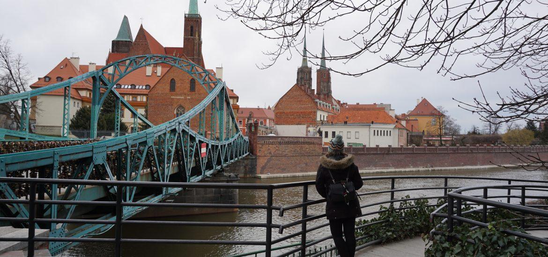 """Ostrów Tumski o la """"Isla de la Catedral"""". Esta """"isla"""" siempre ha estado estrechamente ligada al catolicismo y hoy día por sus empedradas calles se puede disfrutar de una increíble concentración de edificios religiosos. No en vano sus habitantes la llaman """"el pequeño Vaticano""""."""