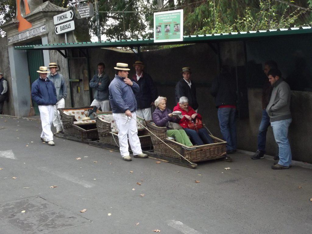 Carreiros concarros de cesto en Funchal, Madeira