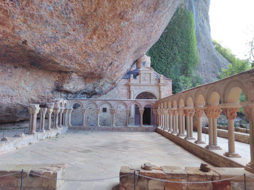 Bellísimo claustro del Real Monasterio San Juan de la Peña