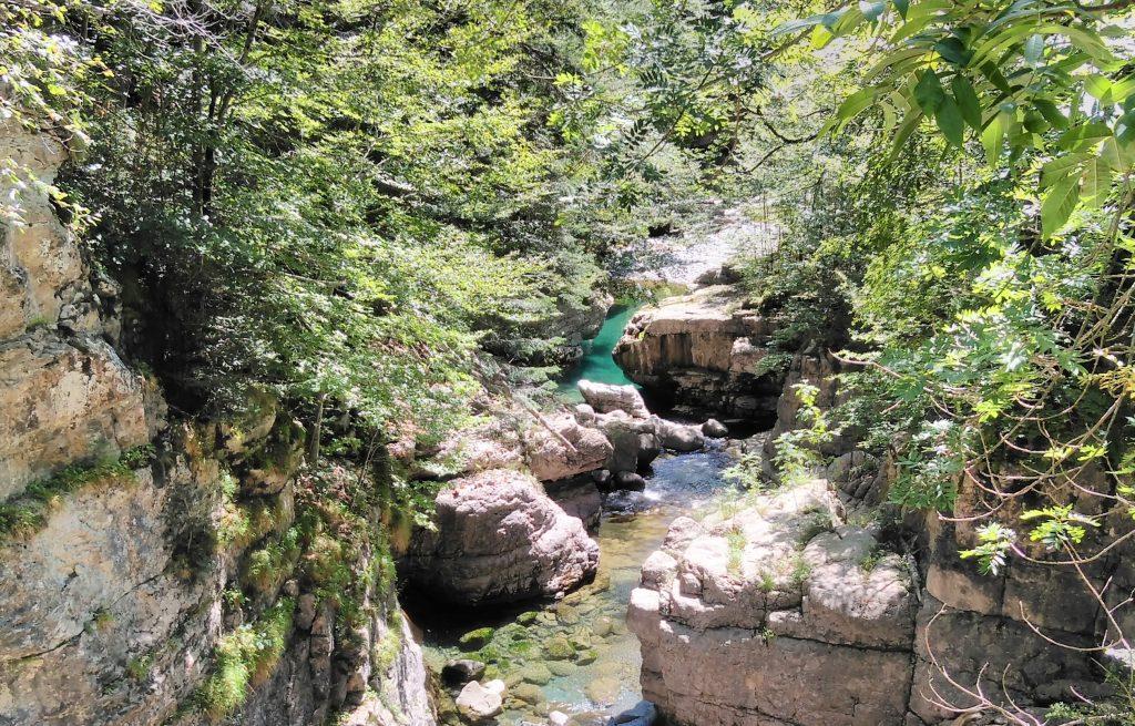 Pirineos, pozas en el río Bellos, Cañón de Añisclo