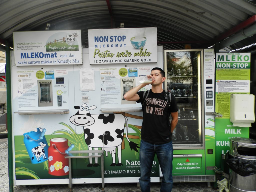 En el mercado de Ljubljana puedes beber leche fresca, Eslovenia