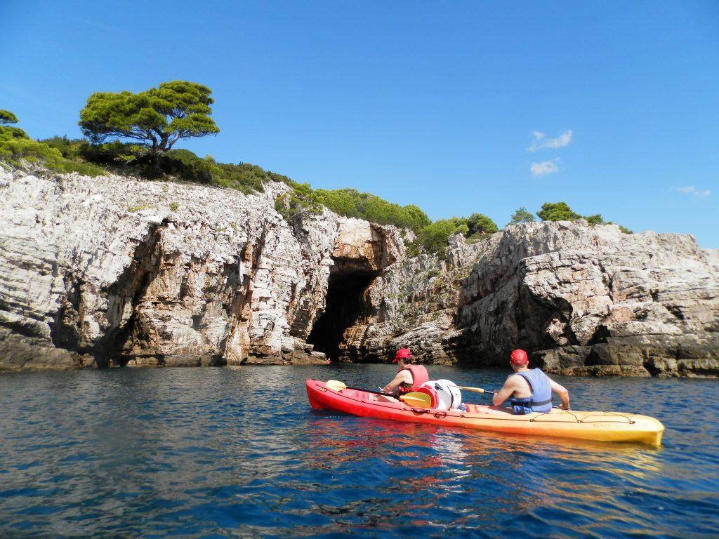 Isla de Lokrum desde el kayak, Croacia