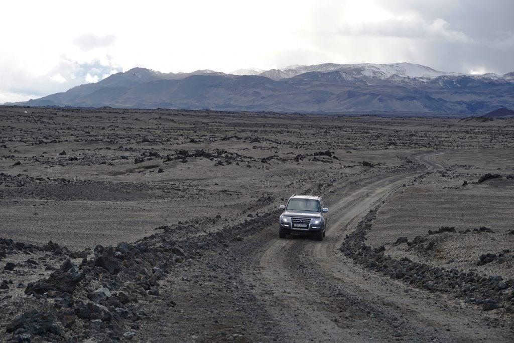 Cruzando las Tierras Altas islandesas en la camper 4x4