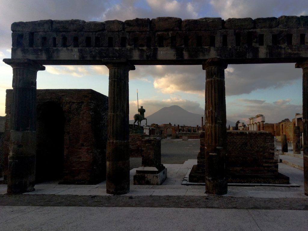 Napoles, Pompeya