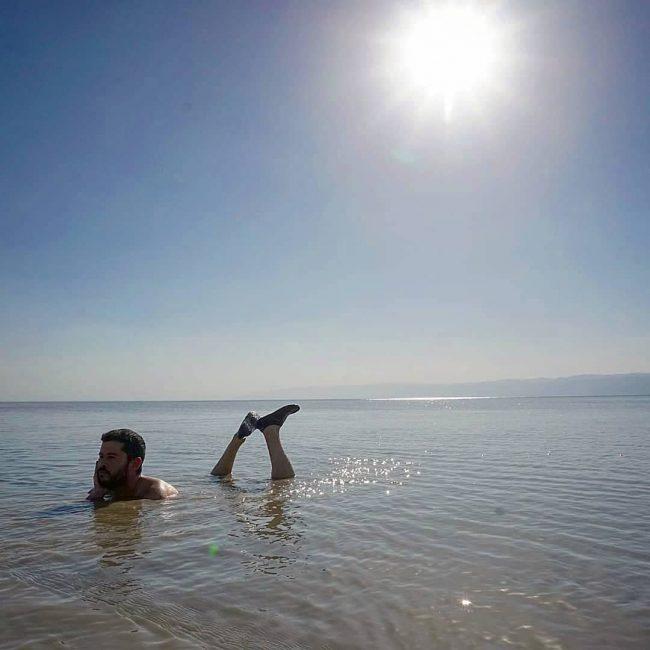 Flotando en el Mar Muerto