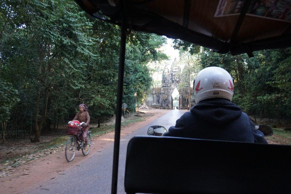 En tuk-tuk por los Templos de Angkor, Camboya