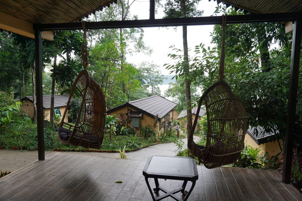 Lectura de relax en el porche mientras llueve