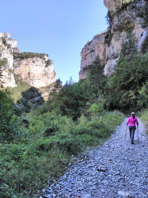 Parque Nacional de Ordesa y Monte Perdido, empezando la ruta por el interior del Cañón de Añisclo