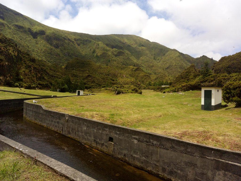 Estaciones de bombeo en la ruta a la Lagoa do Fogo