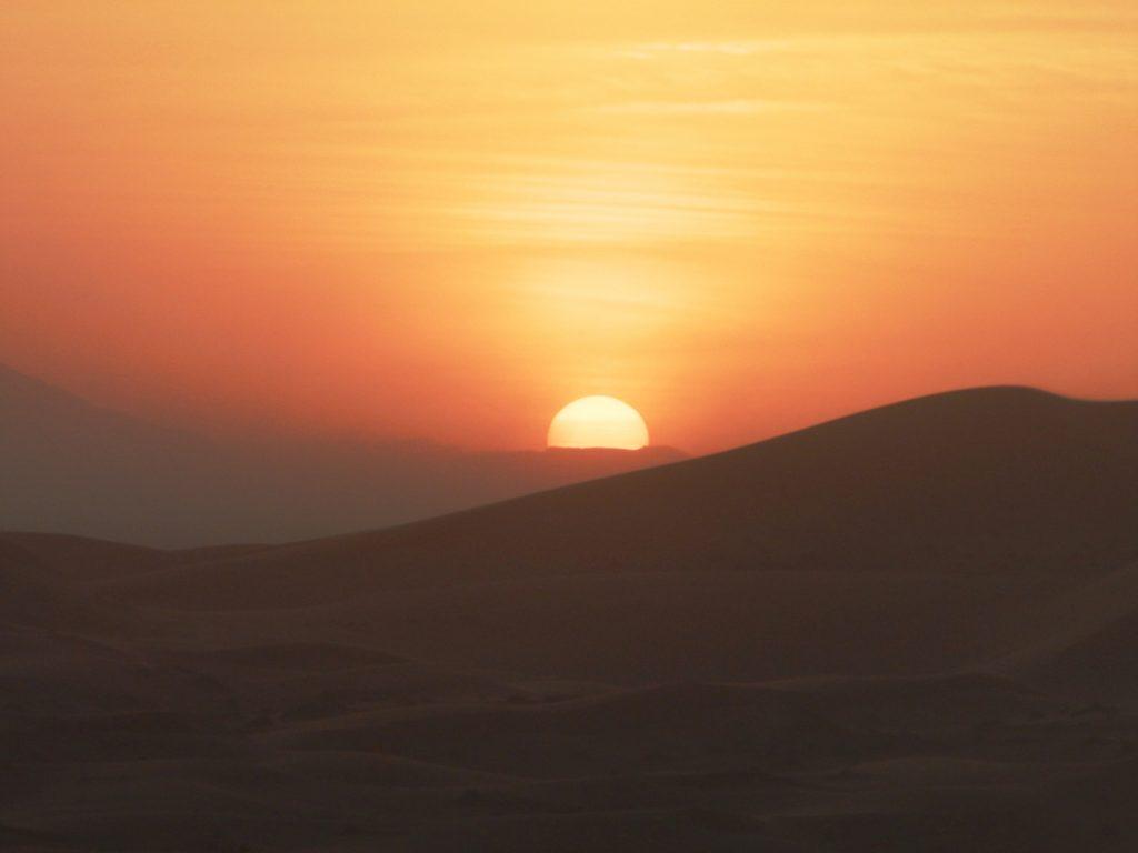 Marruecos atardecer en el desierto