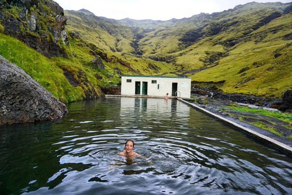 Seljavallalaug, un baño entre montañas