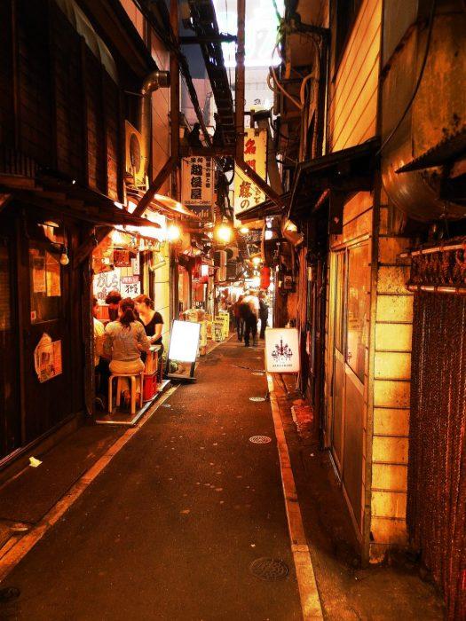 Japón, Callejones bajo la estación de Shinjuku en Tokyo