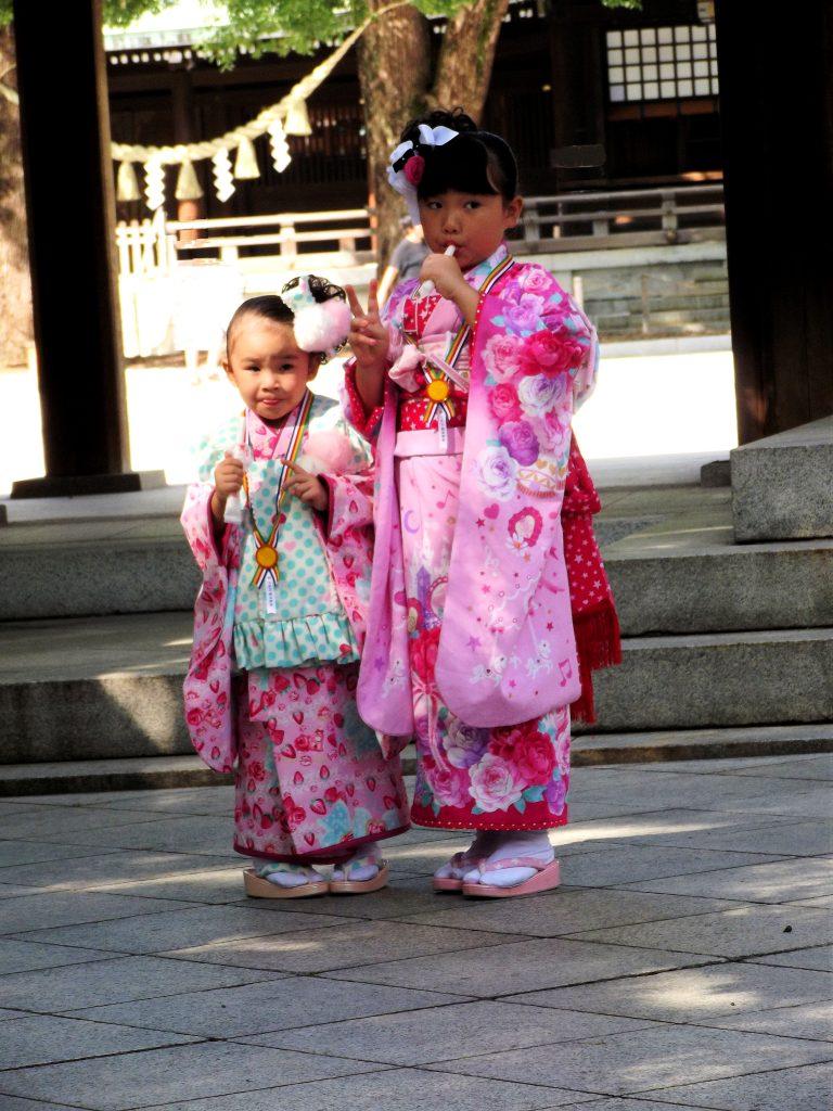 Japón, Niños en el santuario Meiji en Tokyo